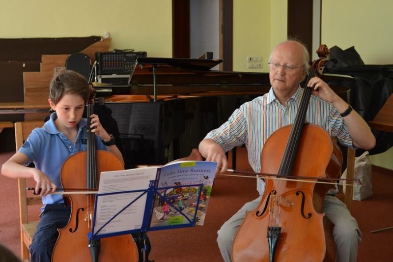 Duo bei einem Klassenkonzert im Sommer 2013